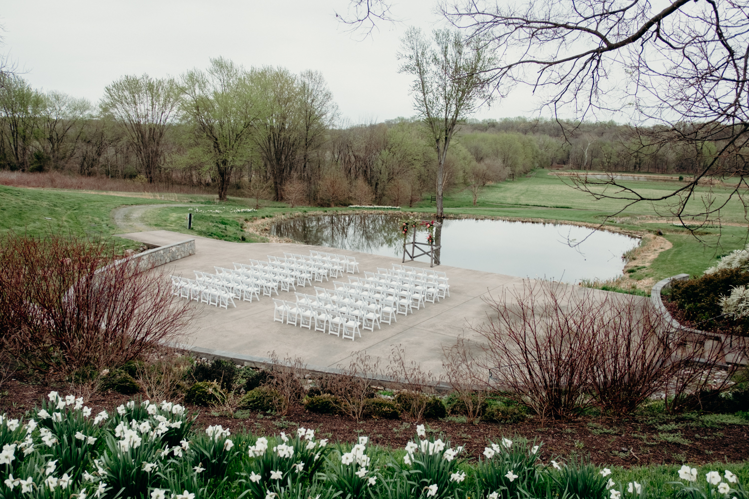 riverside on the potomac ceremony venue in the spring time in loudoun