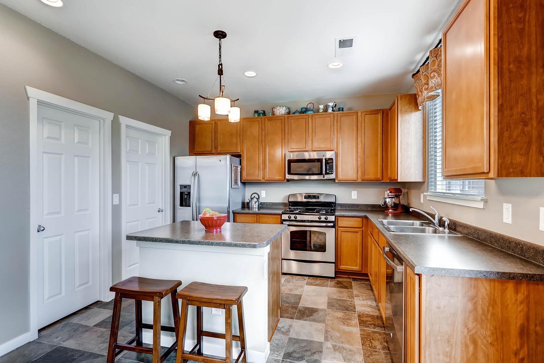 5691-dunraven-golden-co-80403-large-007-10-kitchen-1500x1000-72dpi.jpg