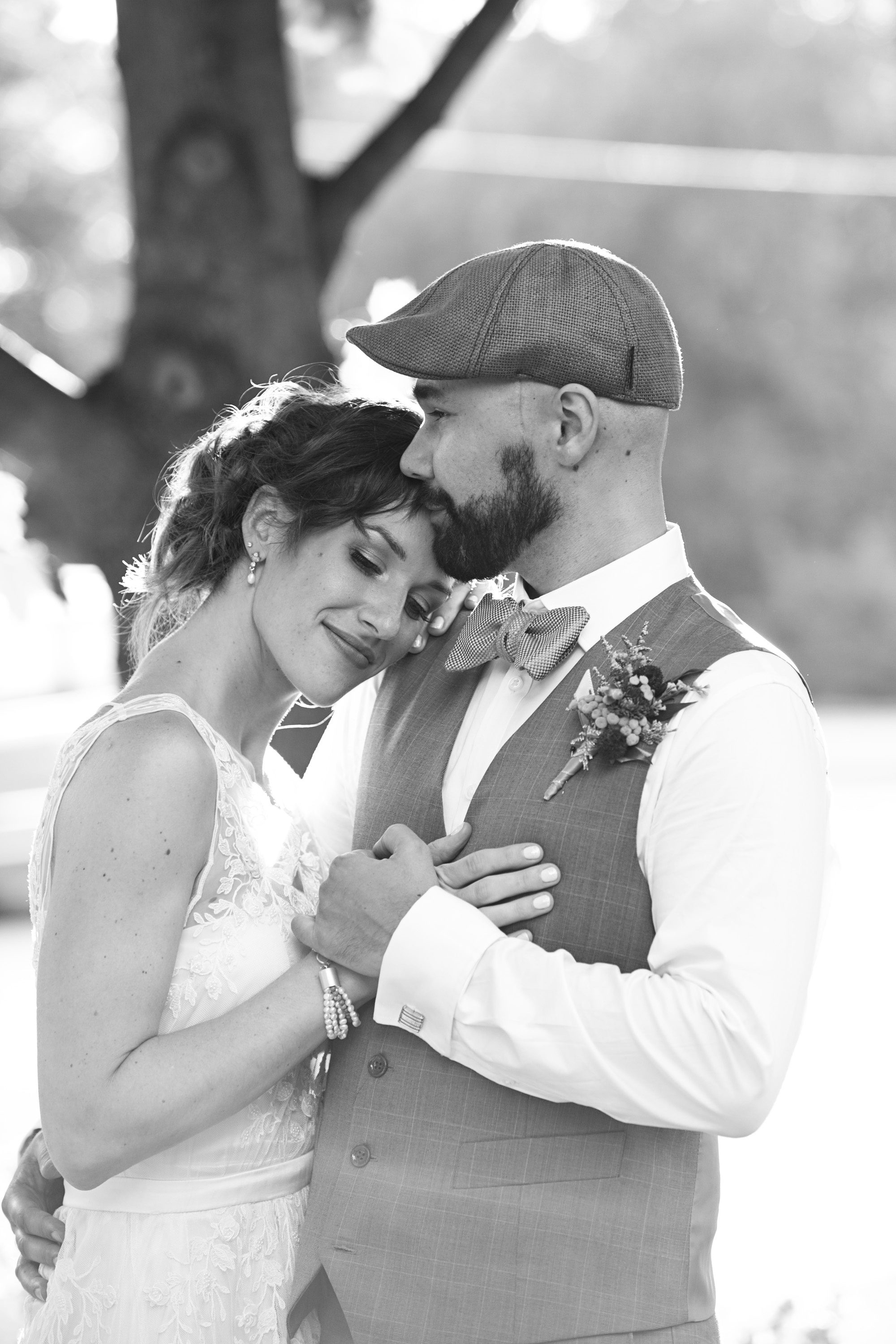 Black and white outdoor bridal photos