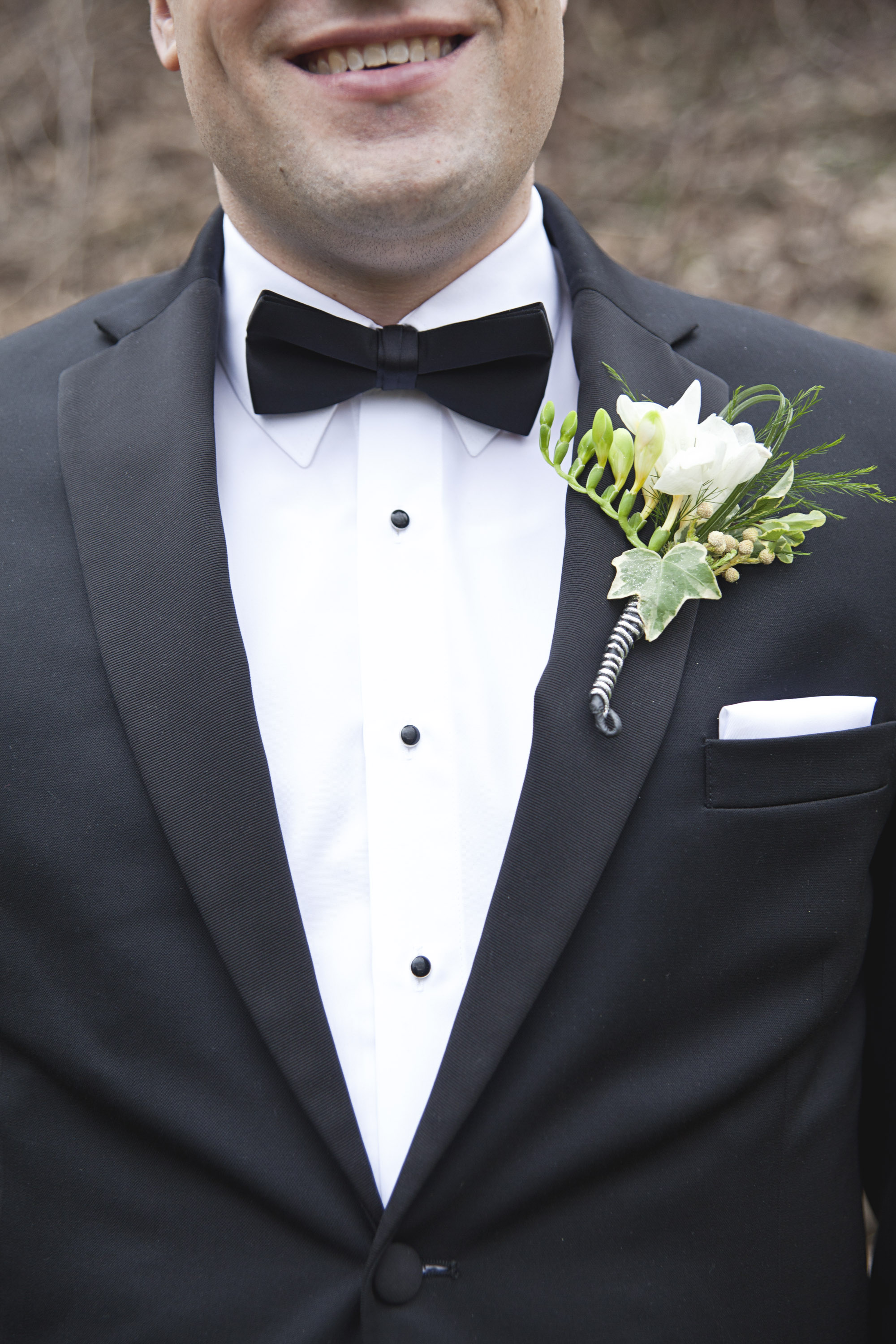 Stylish groom details with boutonniere