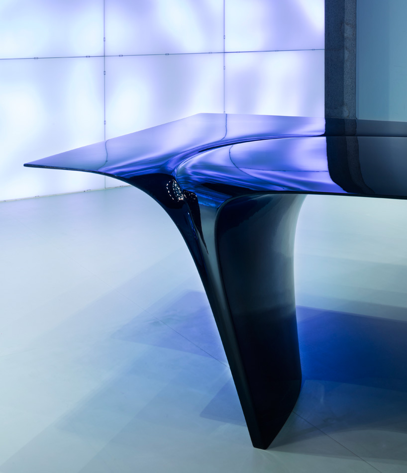 zaha-hadid-sawaya-moroni-mew-table-designboom-07.jpg