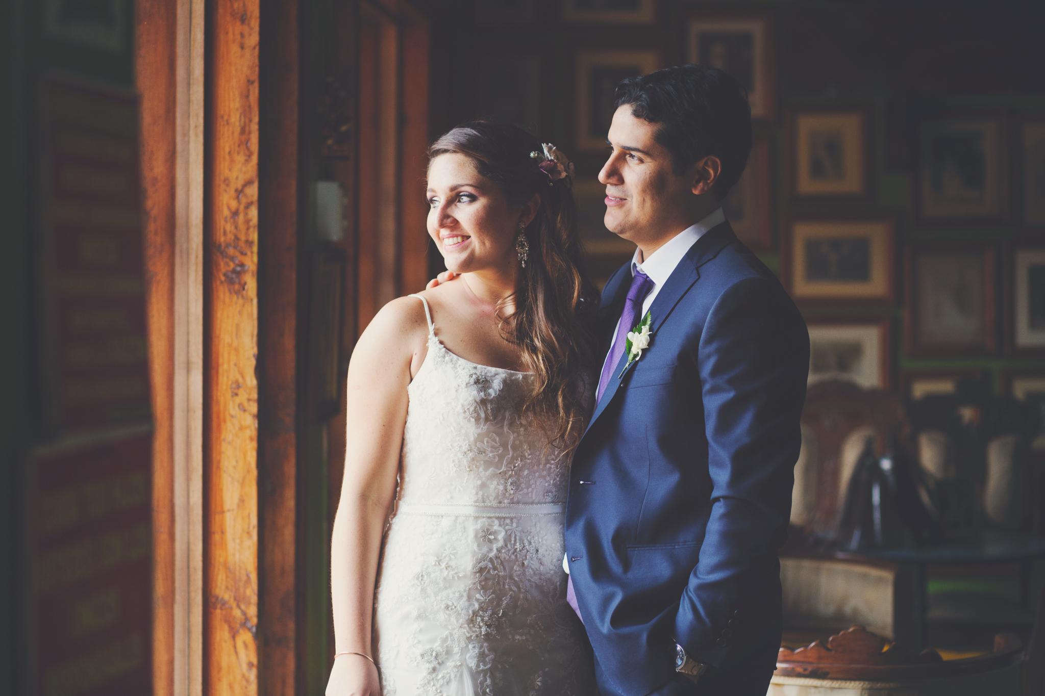 """Daniela y Juan Manuel abrieron la temporada de bodas para nosotros. Llena de color y lindos detalles esta boda nos sorprendió con lo peculiar que resultó la locación de la fiesta, el restaurante """"Don Cucho"""" en Pachacámac. Felices por estos nuevos esposos que empiezan una nueva vida juntos. ¡Les deseamos lo mejor! a continuación no se pierdan su video y el resumen de su boda en esta fotos."""