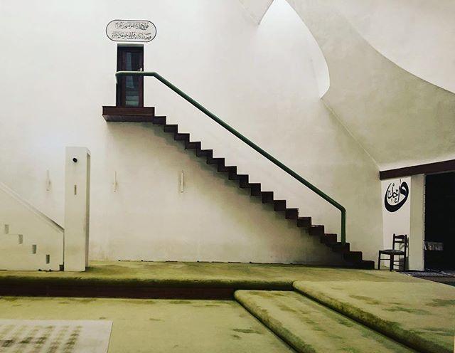 Šerefudin White Mosque  Visoko, Bosnia, and Herzegovina. Interior view, designed by Zlatko Uglien #serefudinwhitemosque #agakhanaward