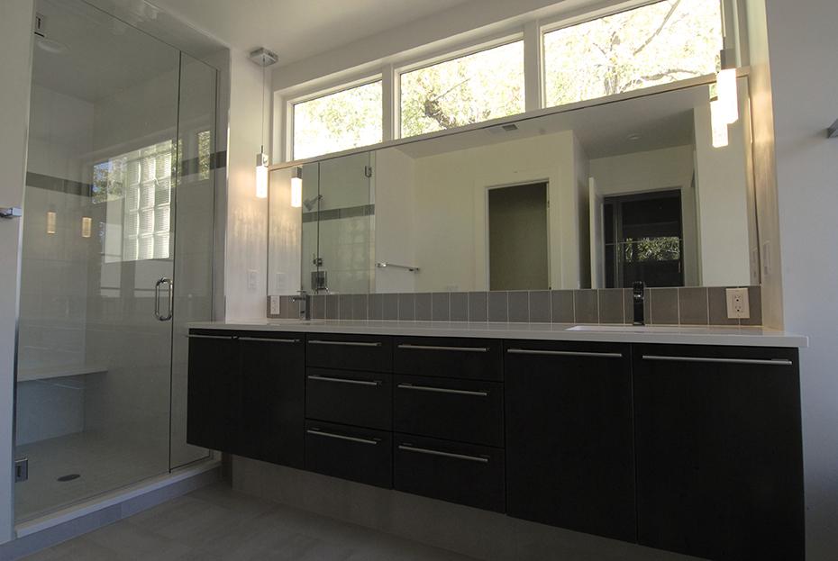 PIC 11 Bathroom 2.jpg