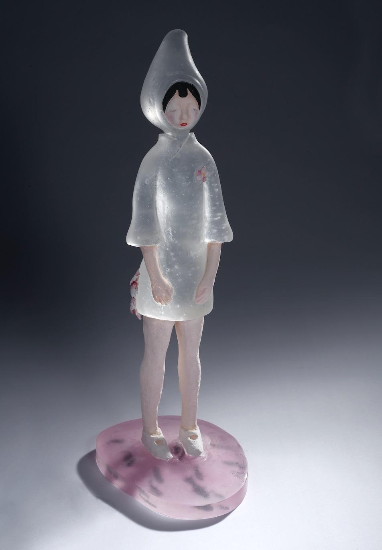 Meng Du, Fade No.2 褪色2 , 2011.Kiln-formed glass, mixed media,7.5 x 9 x 13 in. (19.05 x 22.9 x 33 cm)© 2017 Meng Du, courtesy Fou Gallery