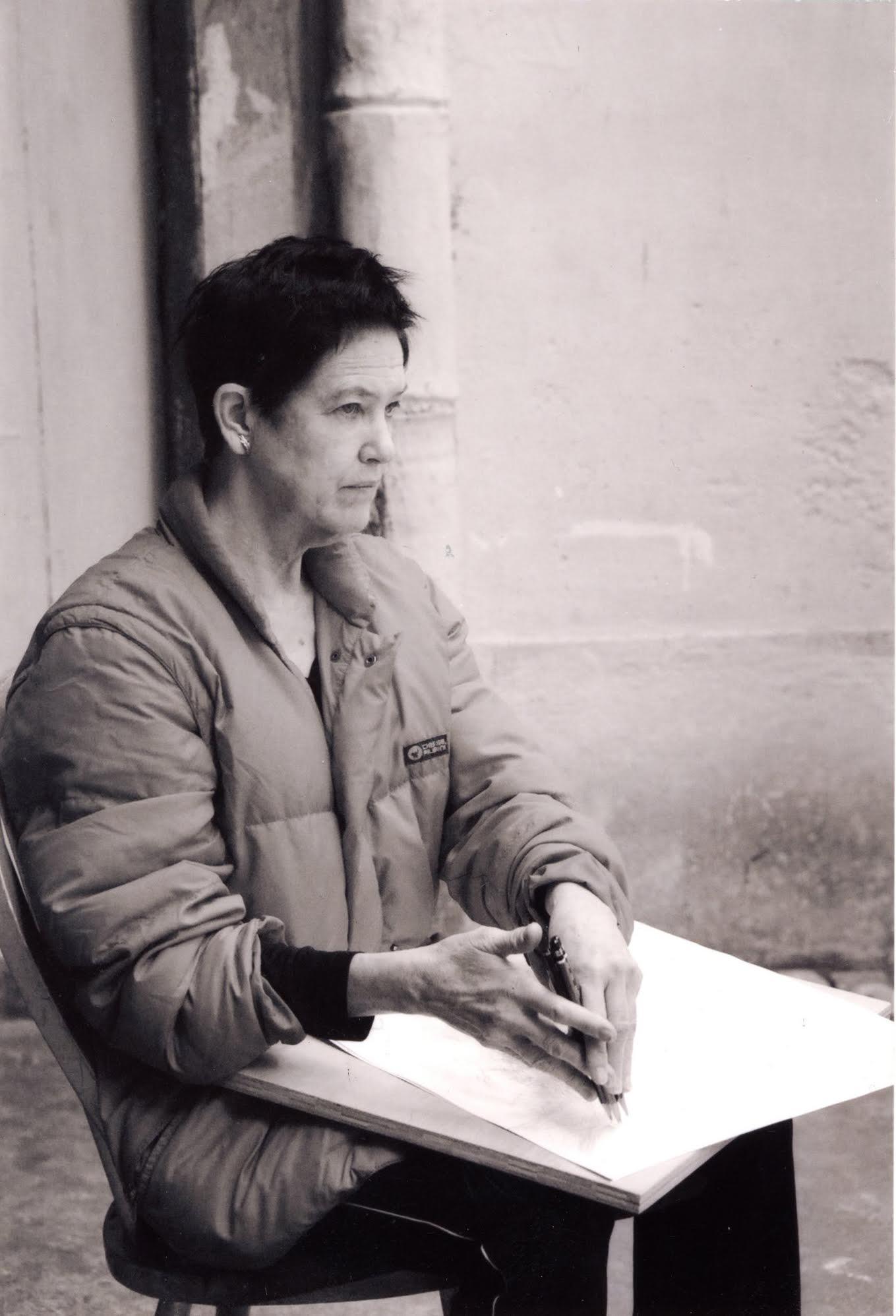 Morgan O'Hara Draw An Old Man Sweeping Leaves at the courtyard of Albergue SCM, Macau, 2009. Photograph by Frank Lei. Courtesy Albergue SCM  摩根·奥哈拉描绘澳门婆仔屋前院老人清扫树叶的轨迹,2009. 摄影:Frank Lei. 致谢婆仔屋文创空间