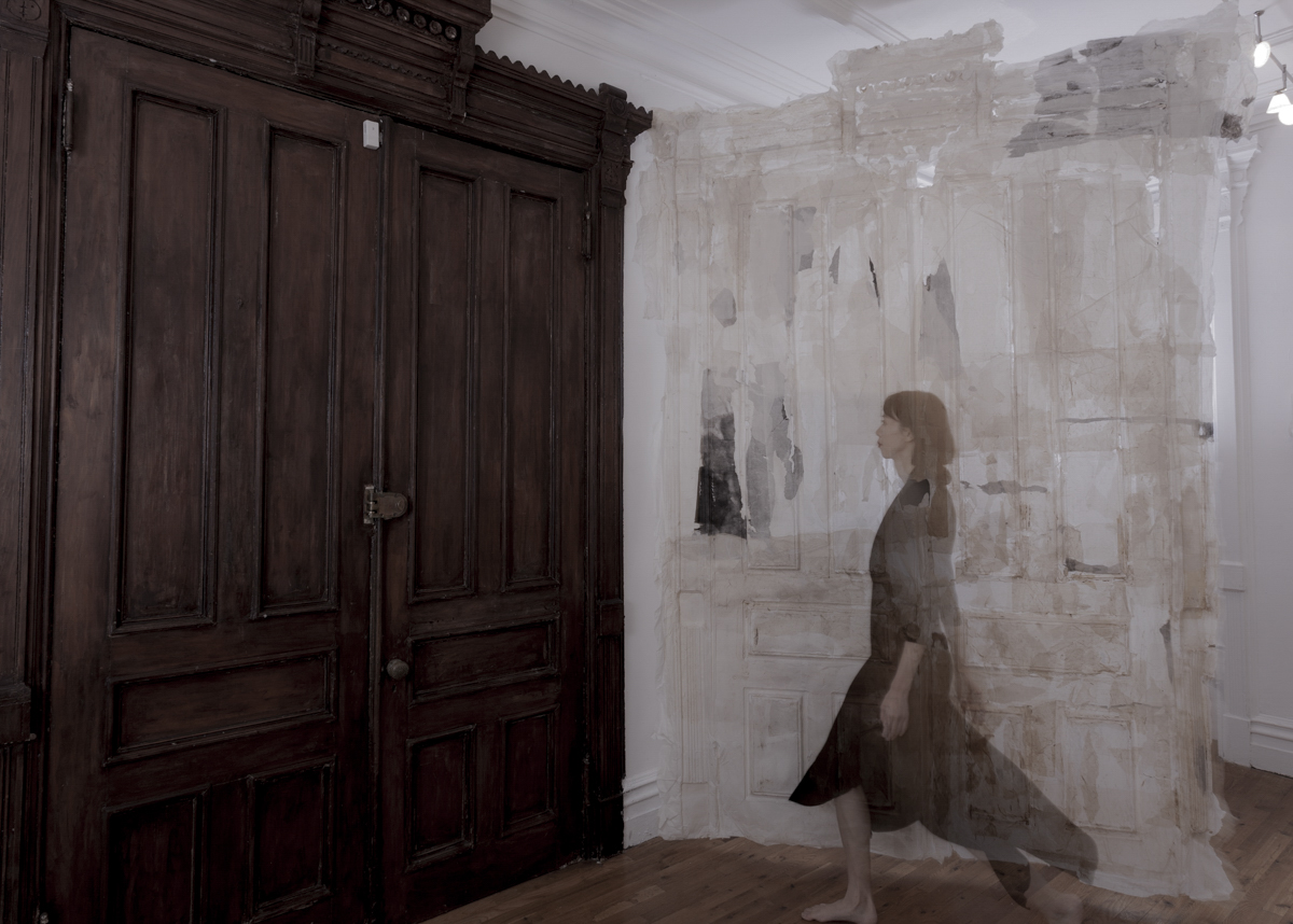 Lin Yan,  Gateway,  2017. Ink and Xuan paper. 122 x 48 in. (310 x 190 cm) Photograph by Eugene Neduv ©2017 Lin Yan, Courtesy Fou Gallery 林延,门道,2017. 宣纸和墨,310 x 190 cm 摄影:Eugene Neduv ©2017 林延,致敬否画廊