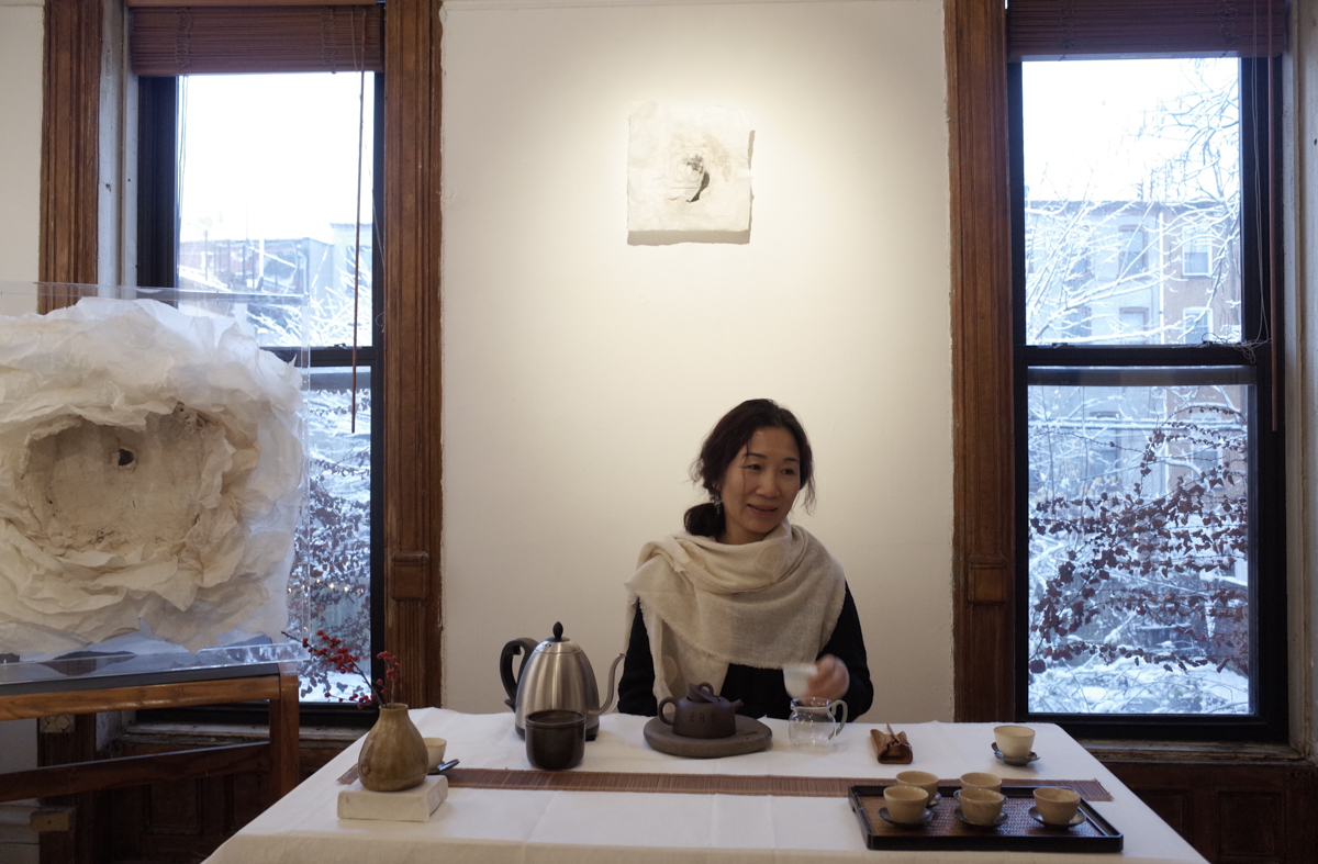 Dai Lanzhi making tea at Fou Gallery, February 2017.