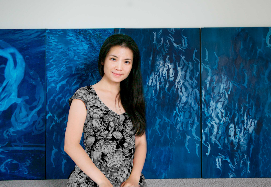 Han Qin in front of her work  Where Is Home  ©Han Qin, courtesy Fou Gallery 韩沁在作品《何处是家1-5》前 ©韩沁,致谢否画廊