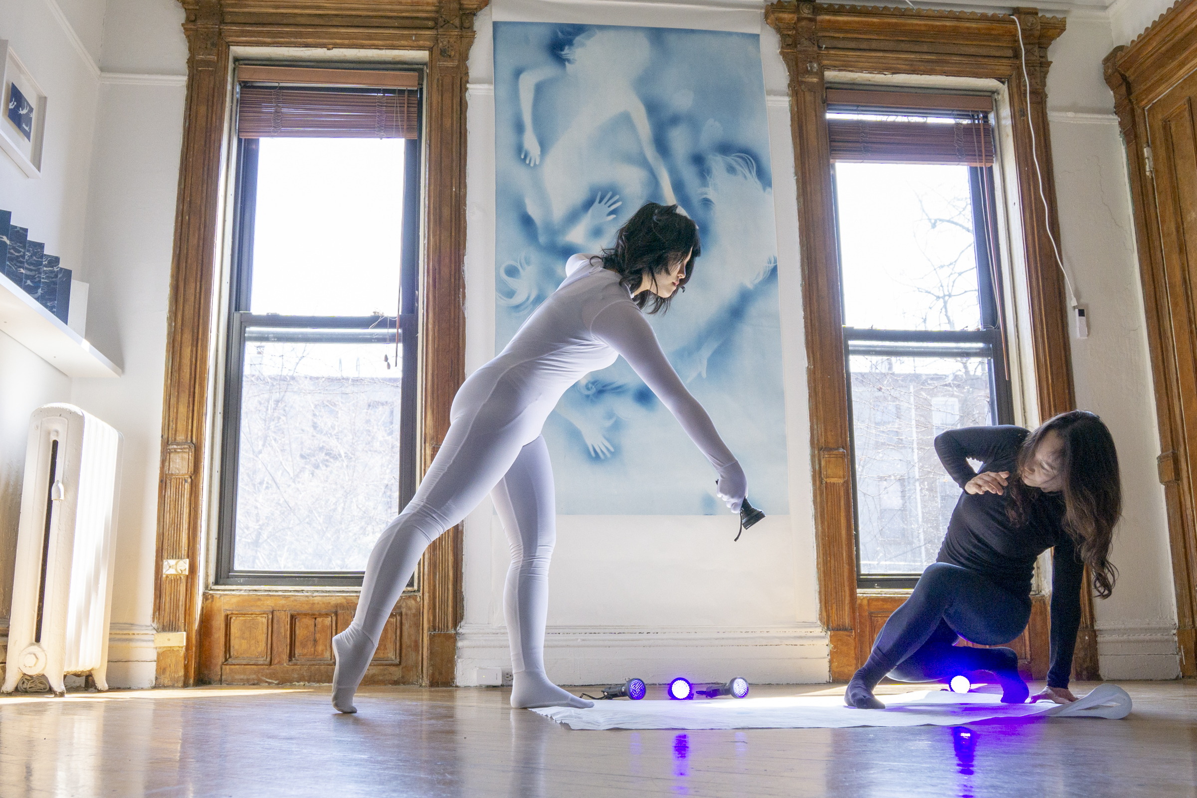Tracking the White Shadow Performance, Performer: Izumi Ashizawa, Zhiwei Wu, ©Han Qin, photographed by JoJo Zhong, courtesy Fou Gallery.