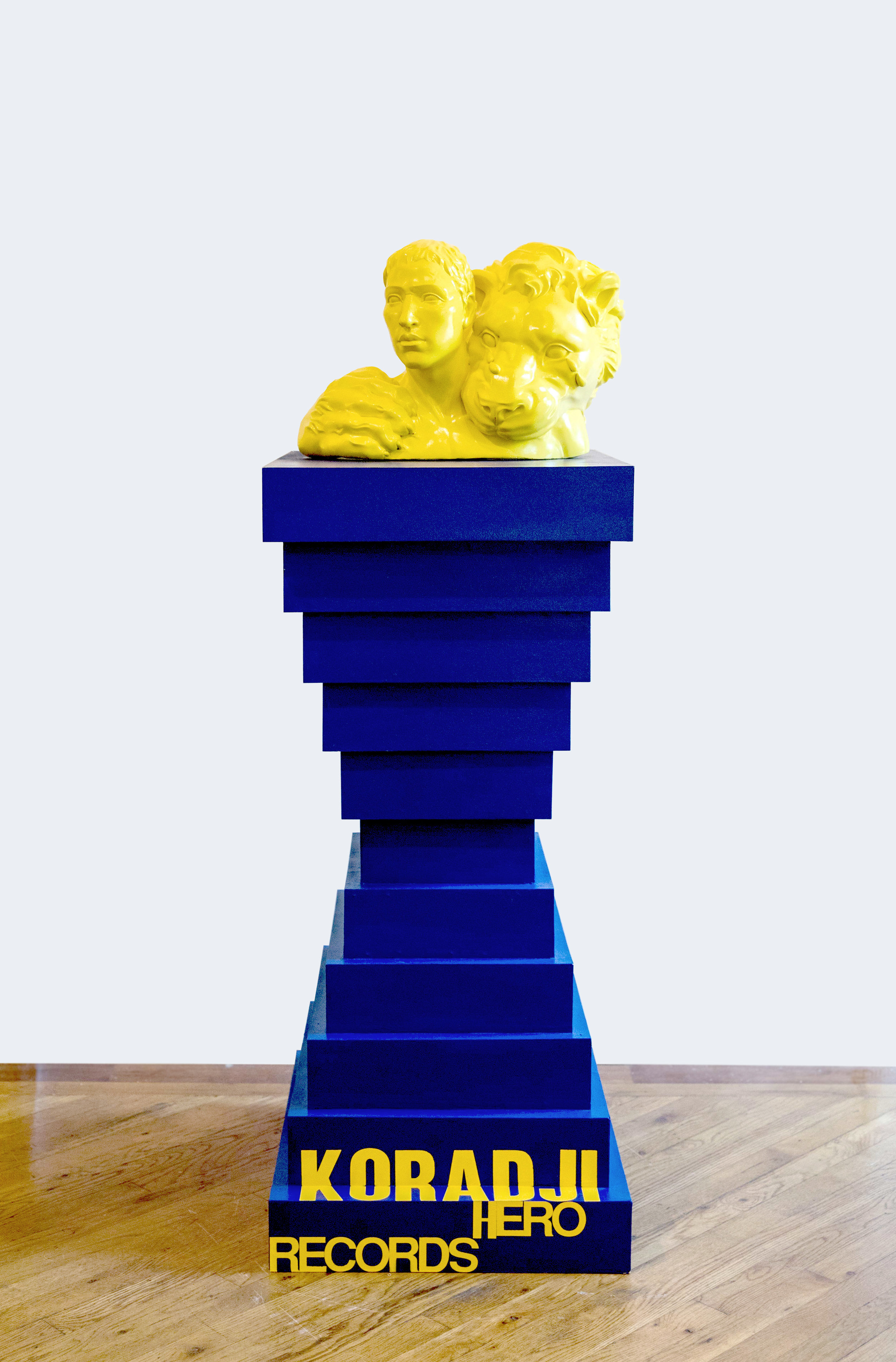 Siyuan Tan,  The Statue of Assange Was Destroyed in the Building , 2019. Apoxie, wood, 20 x 14 x 13 inch; Base: 45 x 24 x 20 inch ©Siyuan Tan, courtesy Fou Gallery