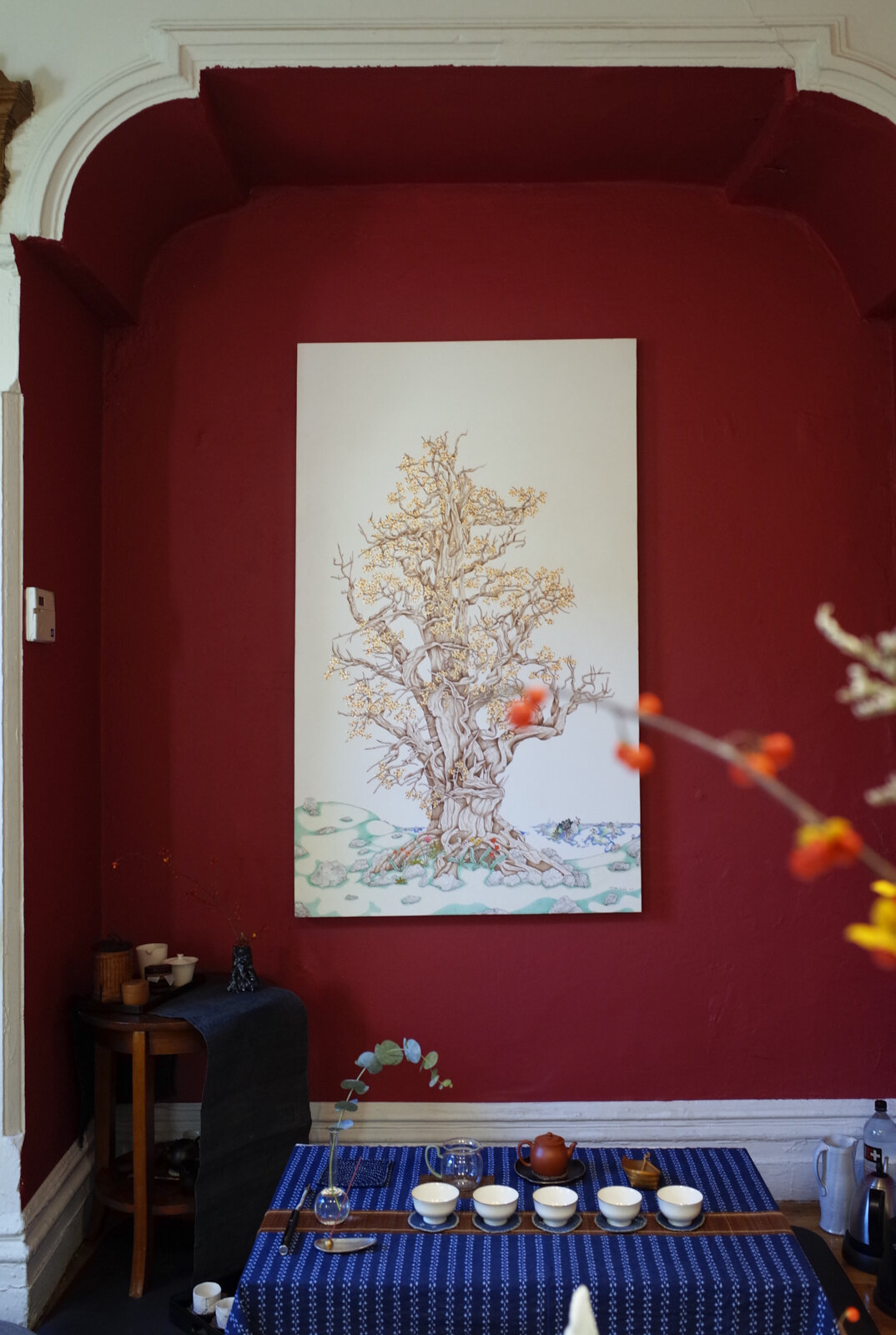 Ikebana and Tea Ceremony at Present , photo by Echo He, Courtesy Fou Gallery.