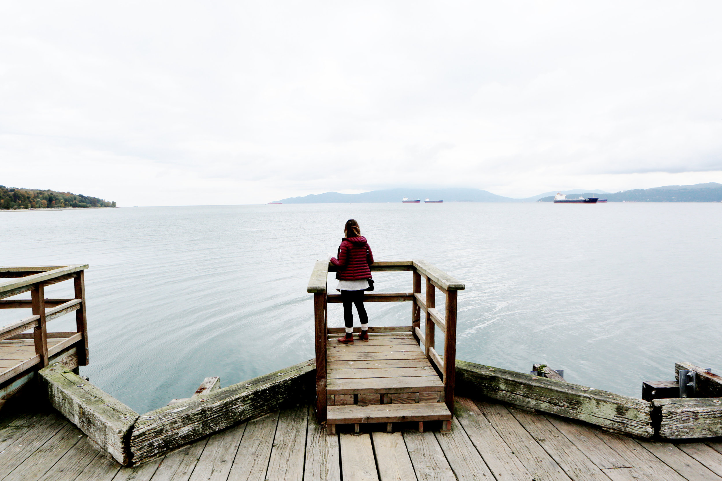 2016-10-Life-of-Pix-free-stock-woman-jetty-sea-LEEROY.jpg