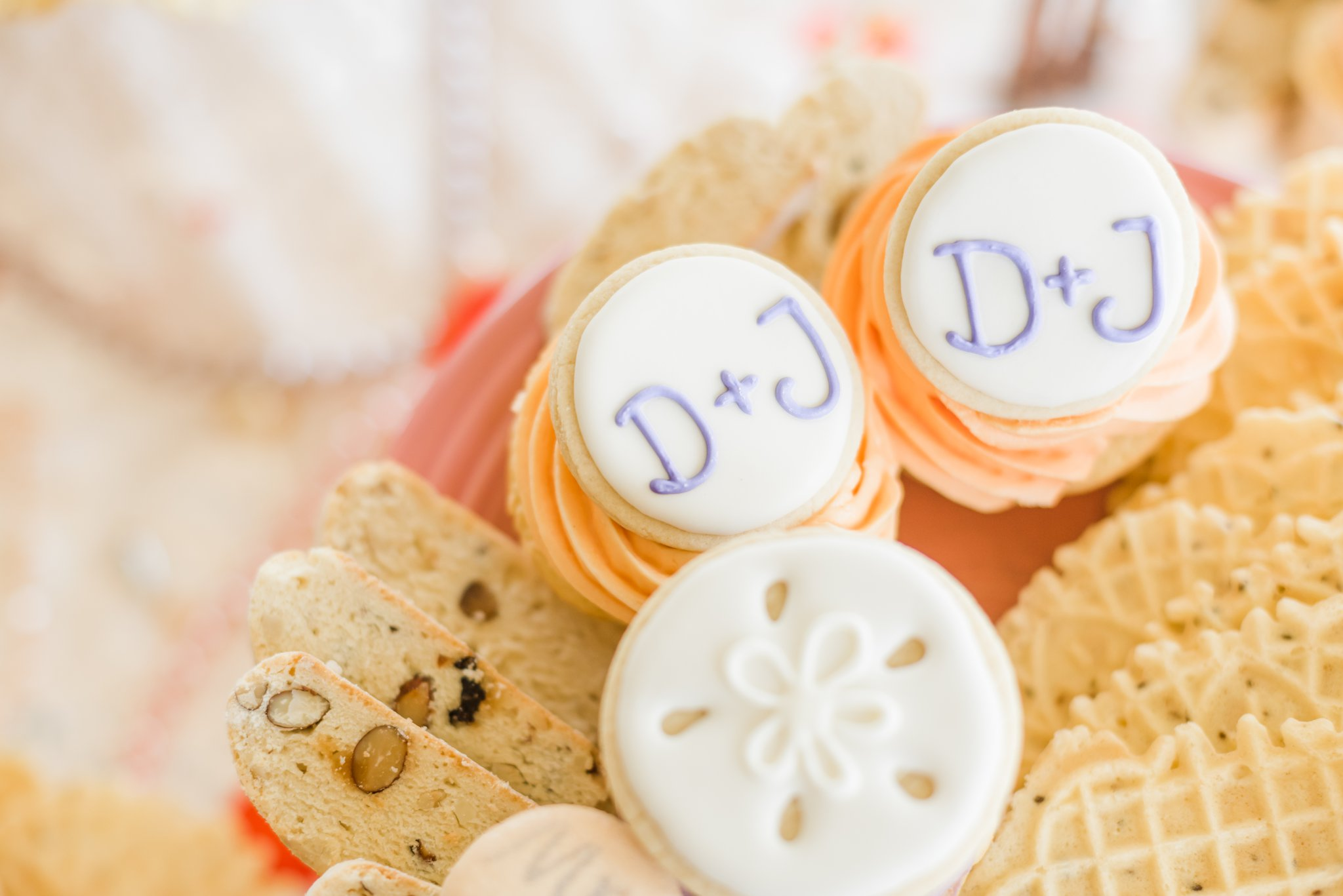 They had such a sweet dinner after their ceremony. The desserts consisted of sand dollar cookies, homemade cupcakes by Jenn's niece, and my favorite cookies.... Macarons!!!