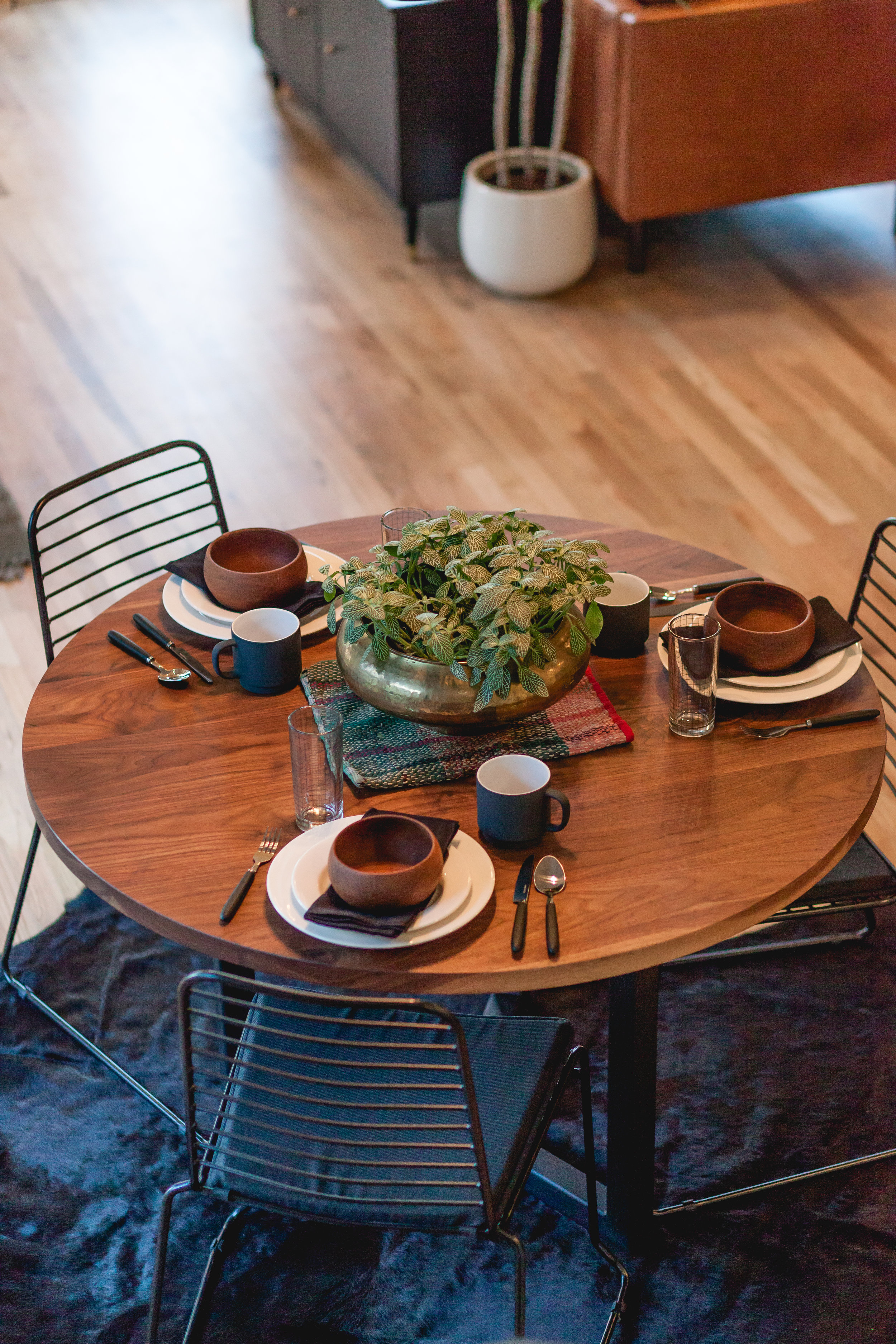 Dinning room table-1-3.jpg