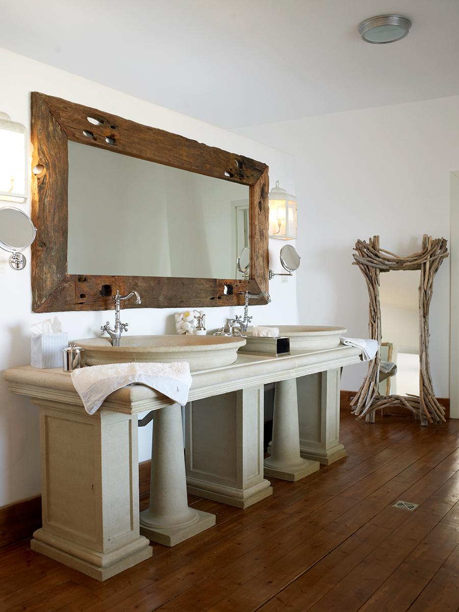 Master_bathroom_Mykonos.jpg