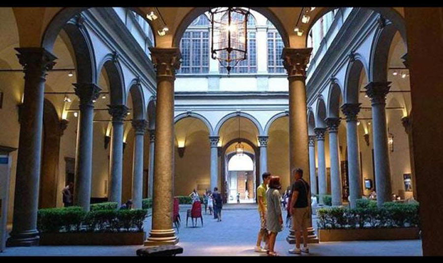 A cultural feed is going to the Palazzo Strozzi Museum and the Ufizzi Gallery.