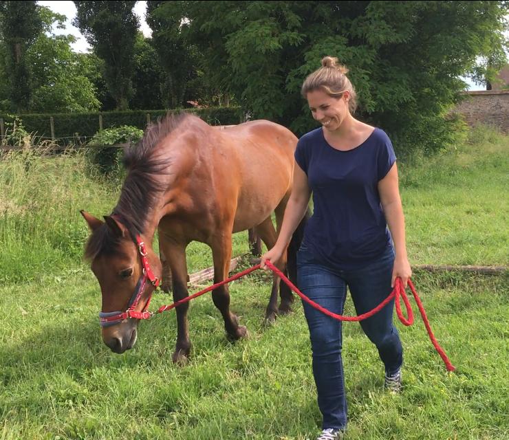 Aurélie - «Quand on est au milieu du manège avec un cheval en liberté on sait très vite ou l'on en est avec le leadership, sans se sentir jugé.»