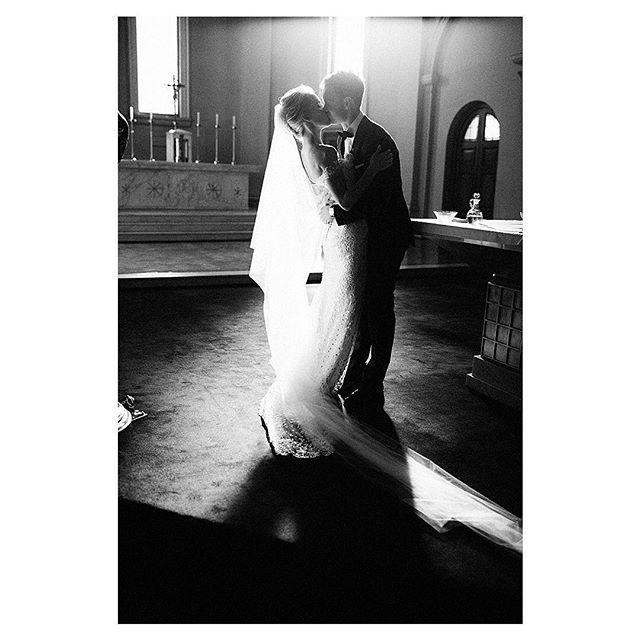 Photographers and plants .. always following the light 🌱#beyou #sunrays #religiouswedding #lovers #bride #blackandwhitephotography #light #churchwedding #melbournewedding #xavierchapel