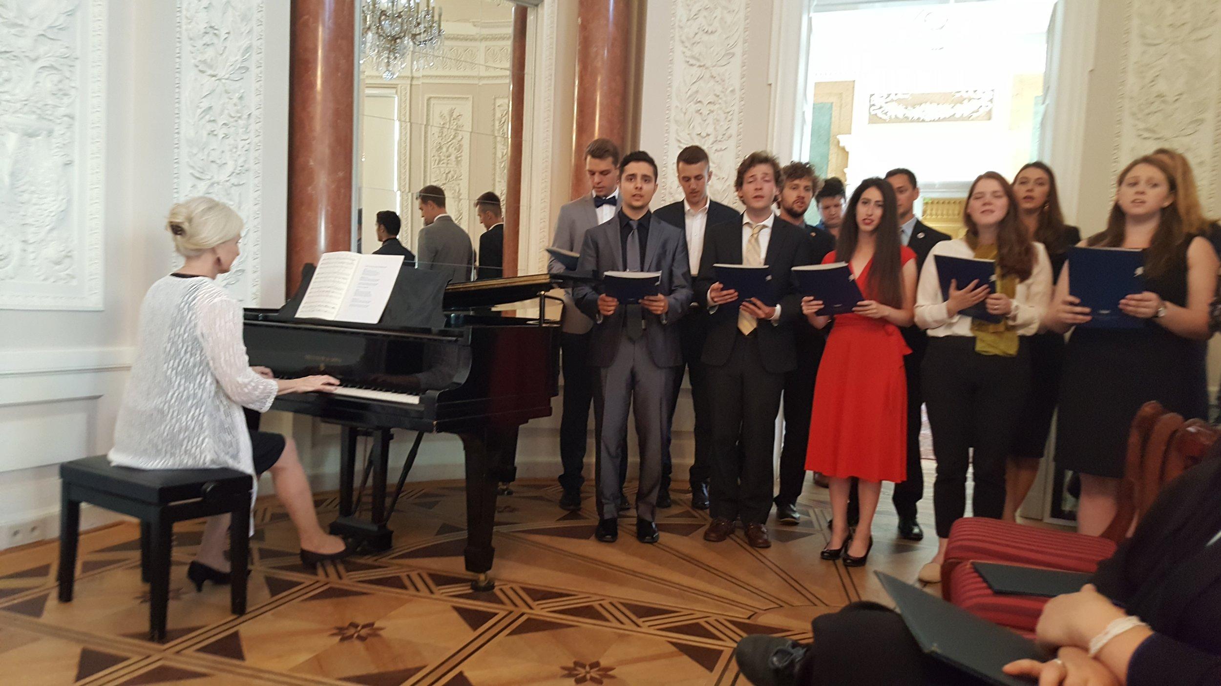 Fulbright Choir #1.jpg