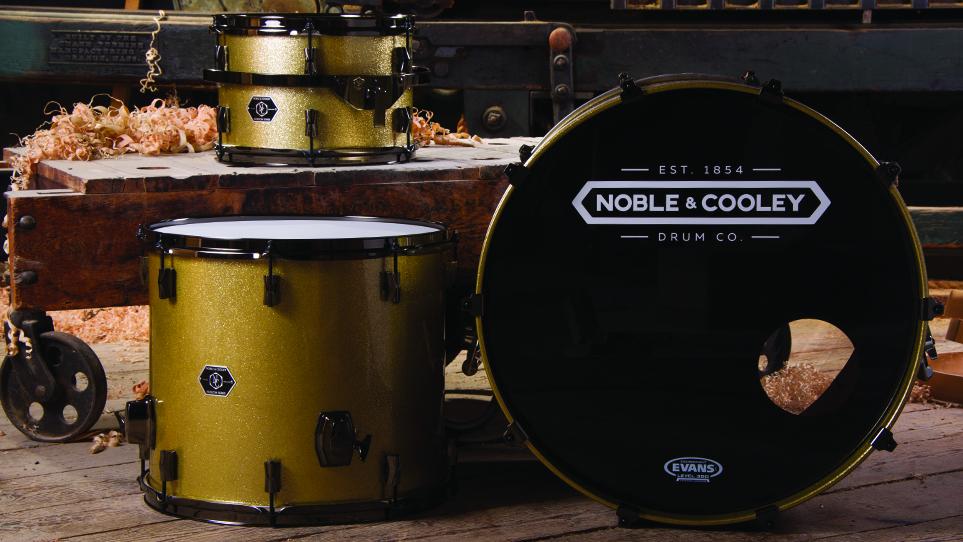 Horizon Gold Sparkle With Black Chrome Hardware