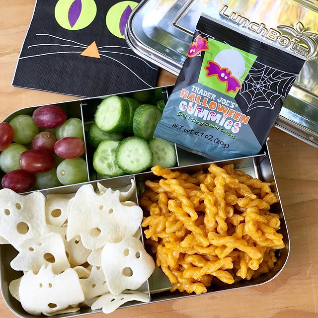 We are delighted to share our boo worthy @lunchbots featuring some of our favorite lunch items and snacks. Head over to our Traders Table Amazon shop to snag your own bento box (not sponsored just love). We also included our favorite insulated lunch bag and ice packs we use to pack up our lunches. Link to shop in bio! 🎃✨🕸👻🖤