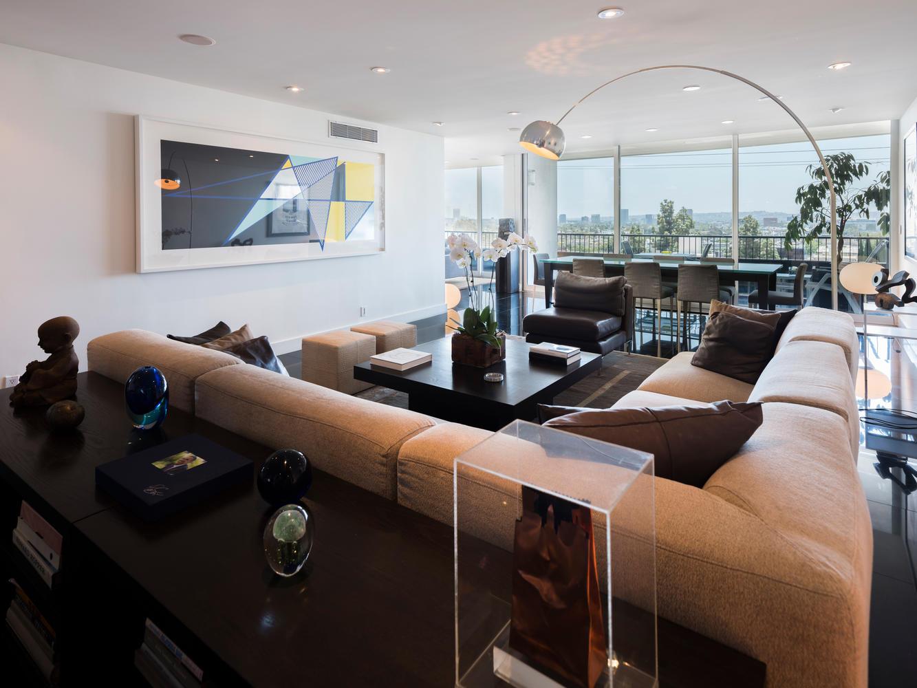 1100 Alta Loma Rd West-large-007-21-Living Room-1334x1000-72dpi.jpg
