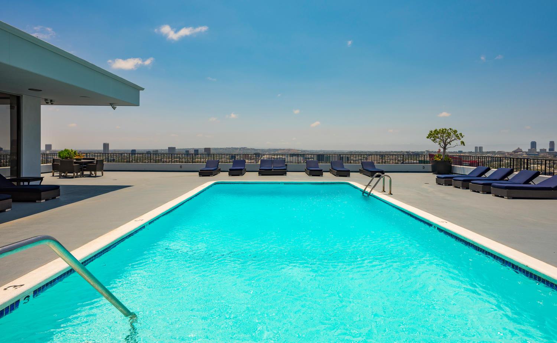 1100 Alta Loma Rd 605 - Pool