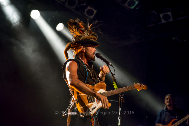 CLICK THE IMAGE ABOVE FOR LIVE PHOTOS FROM xavier rudd'S AUCKLAND SHOW   BY    Megan Moss