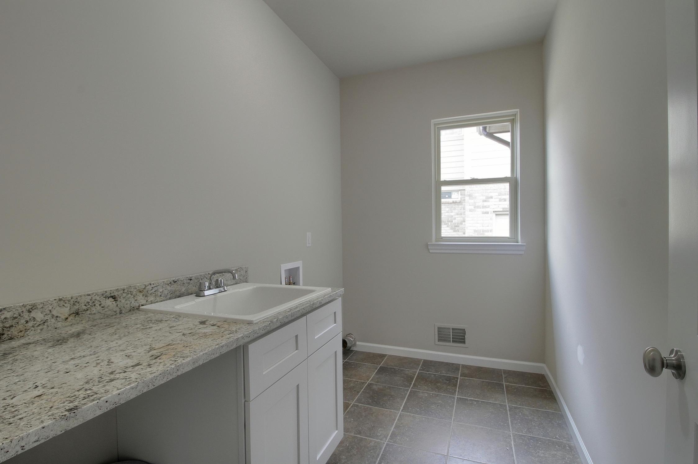 14-Laundry Room.jpg