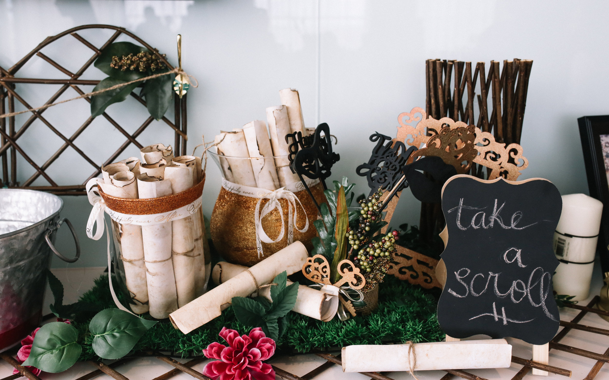 Take a scroll at wedding event