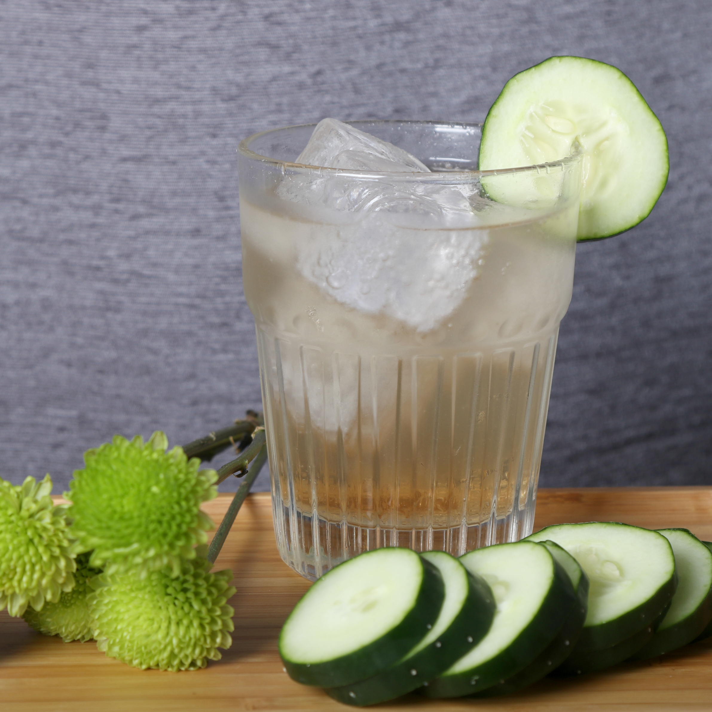 Jasmine Rose    1 ½ oz  Union Gin  ½ oz    Pearl Beverage Co.       Jasmine Rose Tea Syrup    Over ice Top with soda water Garnish with cucumber