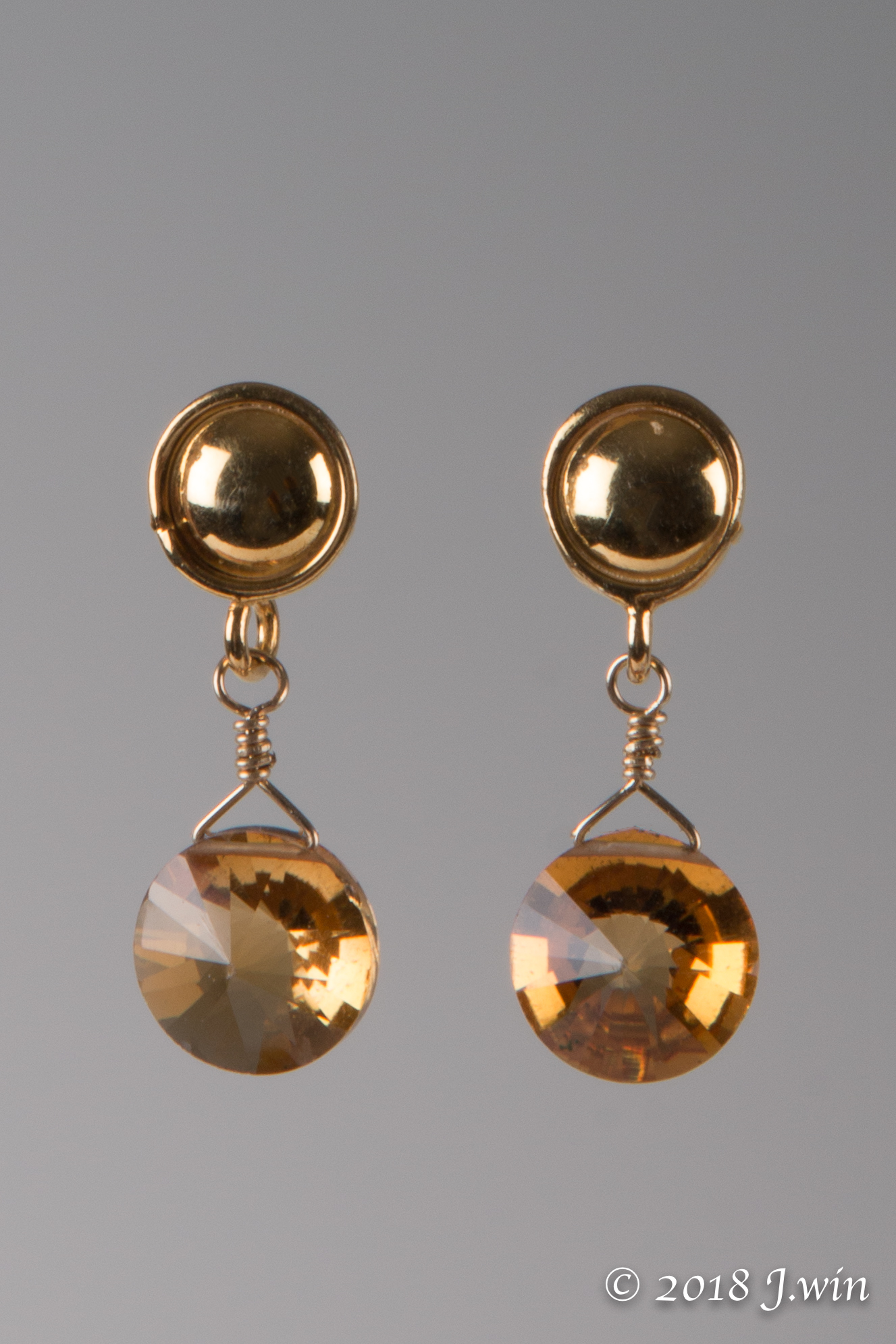 Red chalcedony and gold earrings