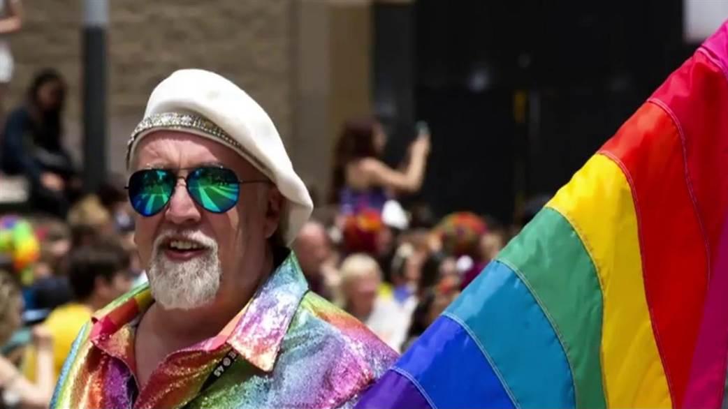 Rainbow flag creator Gilbert Baker at a Pride march in San Francisco in 2015. (credit:    CNN.com   )