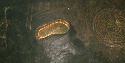 Guru_Rinpoche's_footprint_in_the_rock  Tso Pema India.jpg