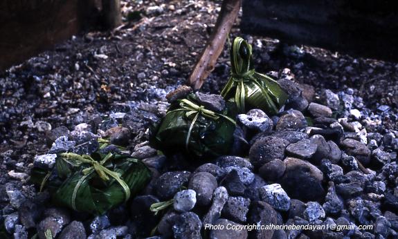 Vanuatu Photo Copyright catherinebendayan1@gmail _ © Catherine Bendayan -lap lap paquet sur feu.jpg