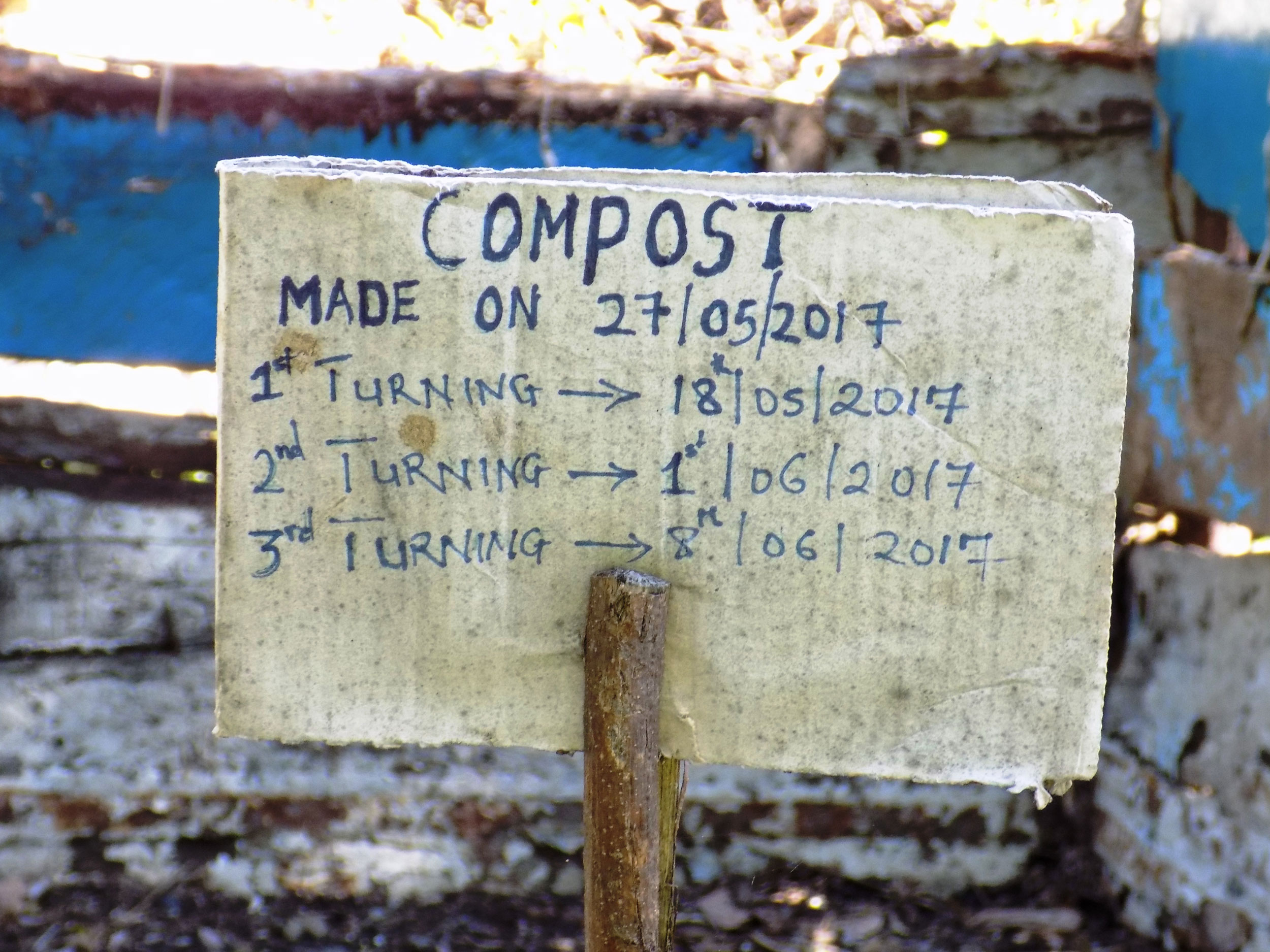 Compost makes healthy soils