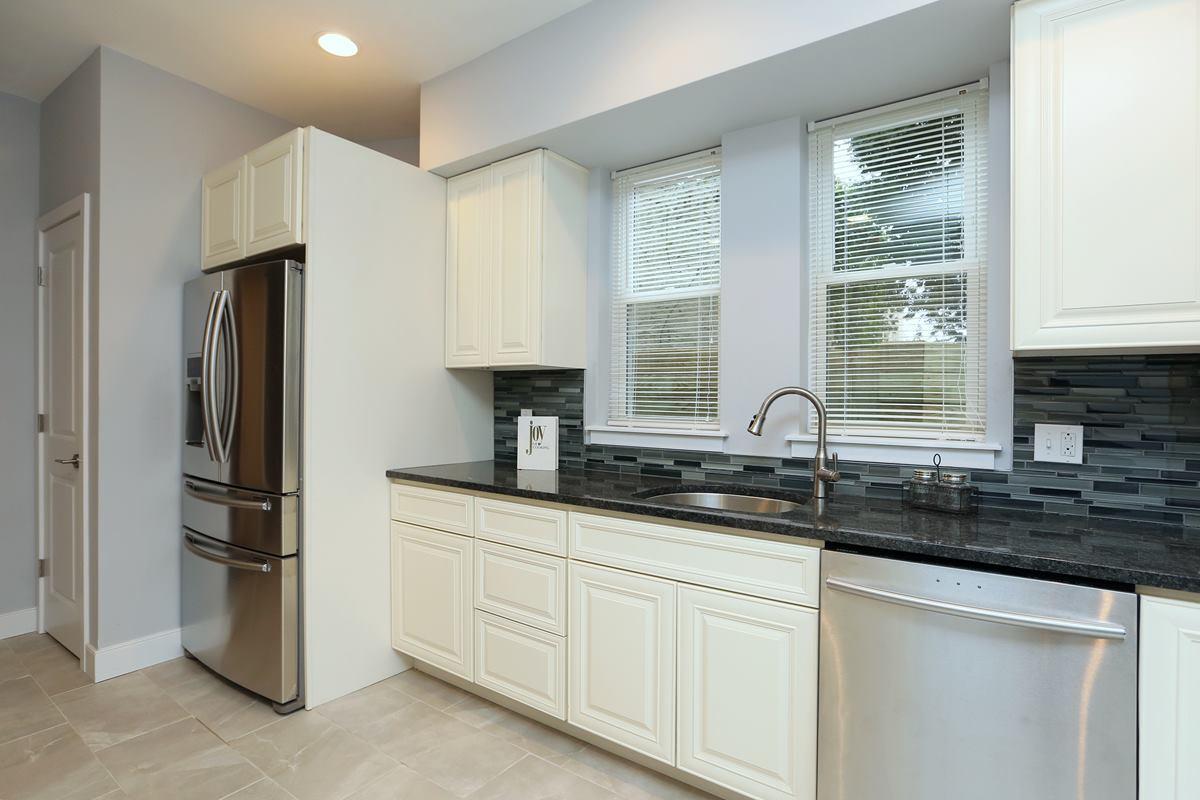 3523 Sunnyside - kitchen