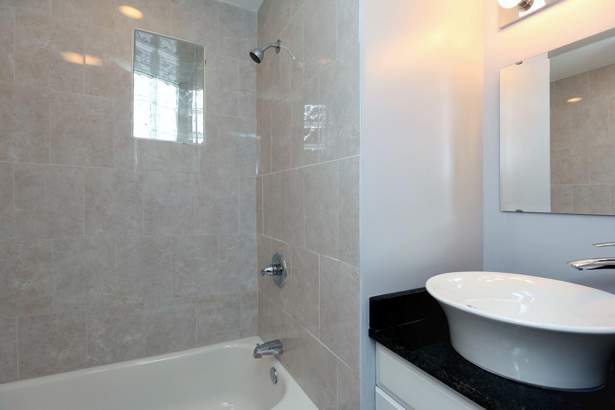 3523 Sunnyside - Bath