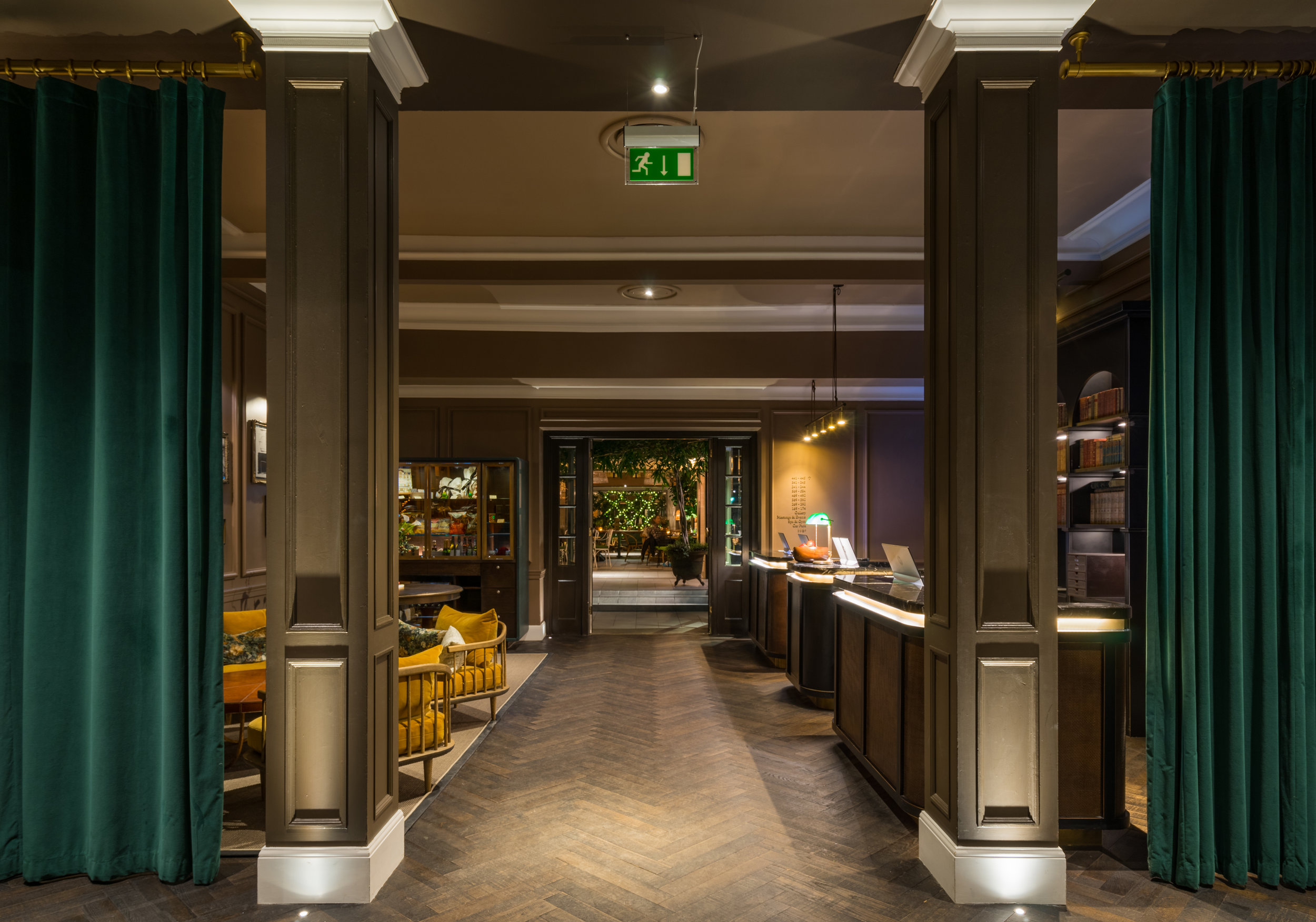 Aiming for a warm and relaxed environment, we worked with interior designers Goddard Littlefair to create a considered architectural and decorative lighting scheme, fitting for an elegant, 5-star hotel.