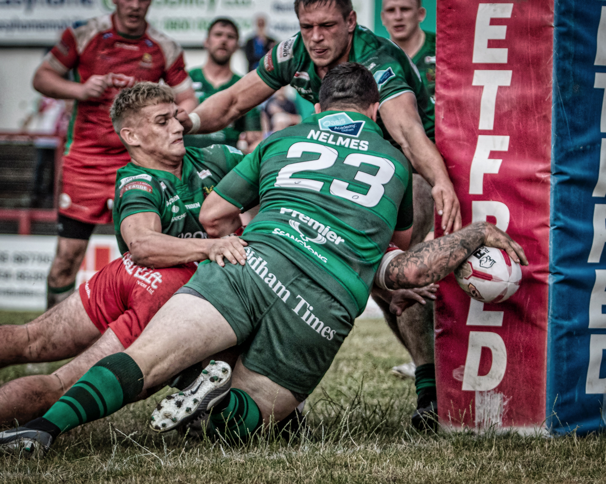 Cougars' try in three pictures: an arm reaches beyond the defenders…