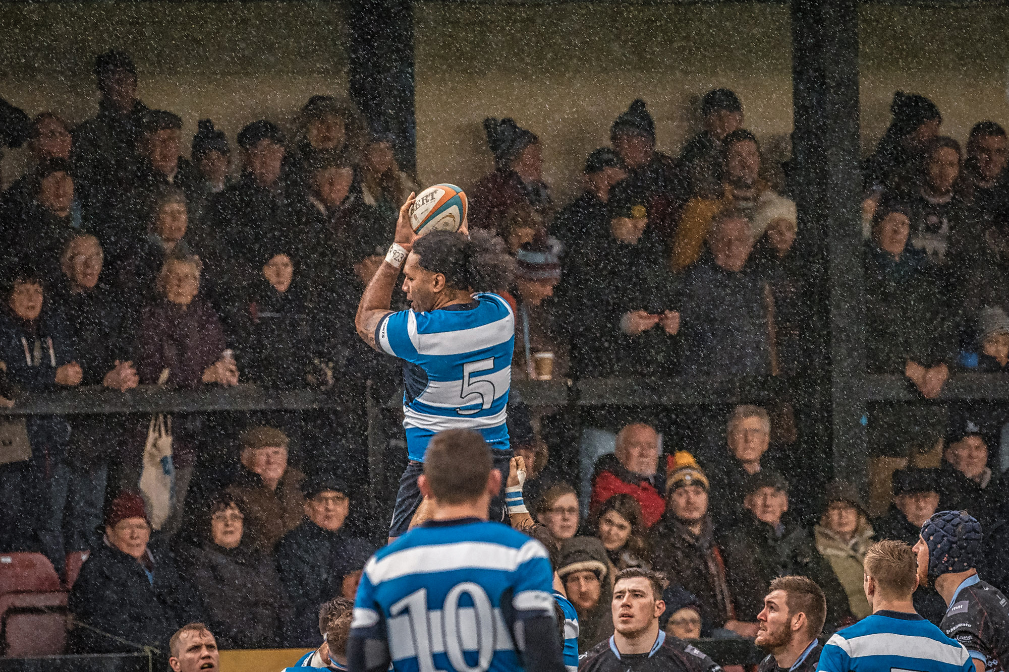Early lineout. Thankfully the rain stopped shortly afterwards.