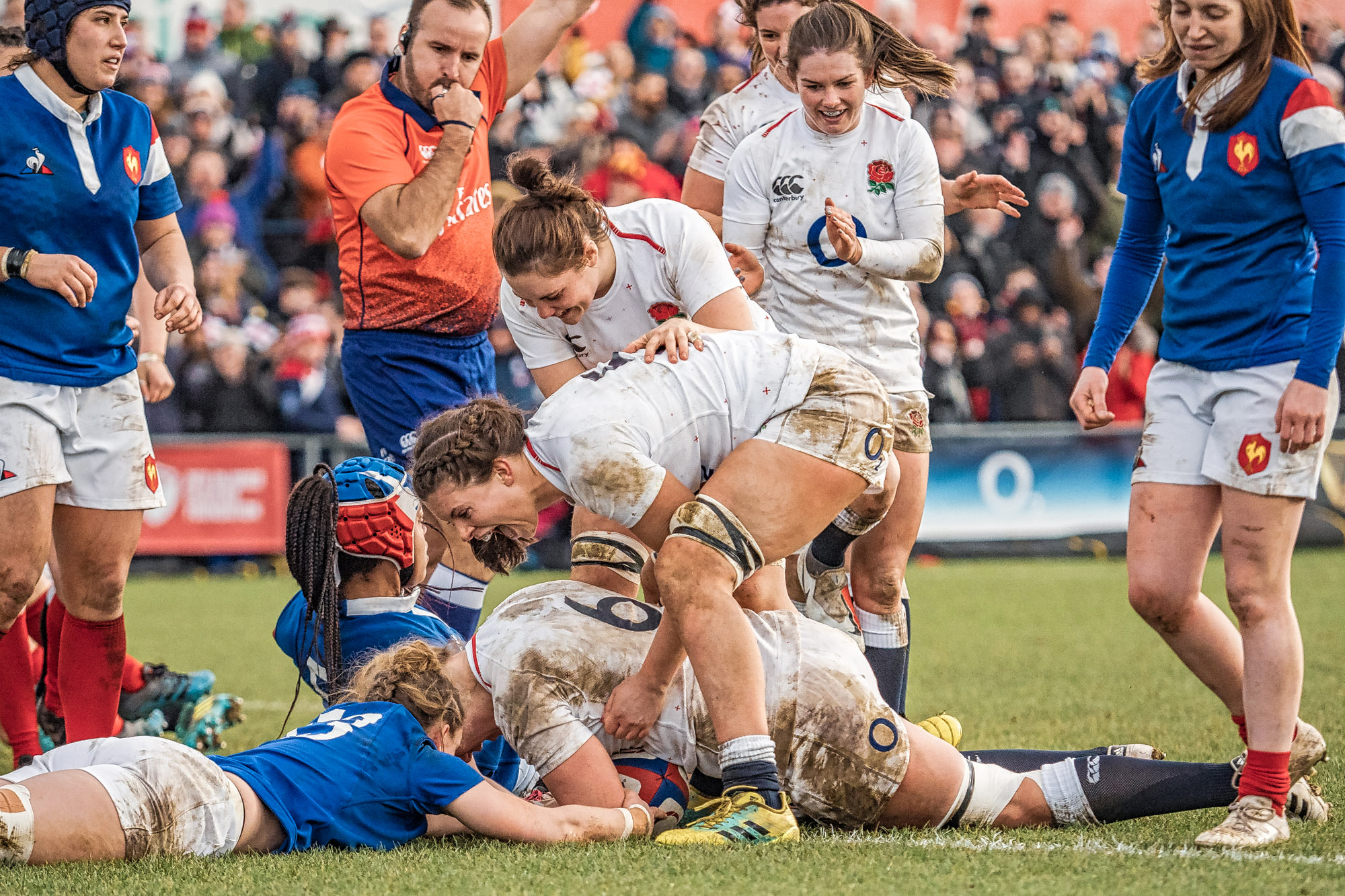 A try for Poppy Cleall. A photographer from Getty Images must have been sitting right next to me as they have almost the same shot. This one's mine, honest!