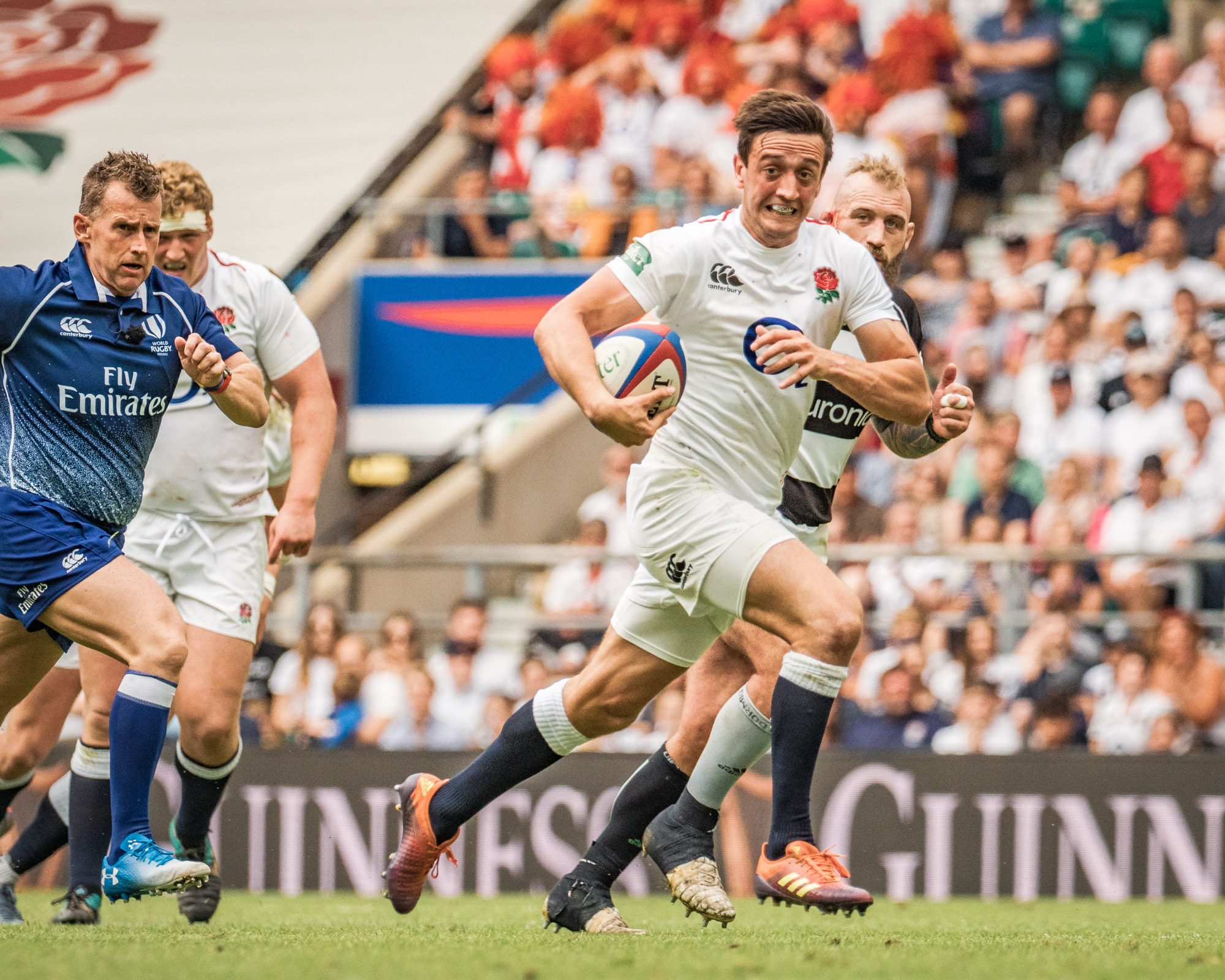 A run for Alex Mitchell as Nigel Owens races to keep up with play