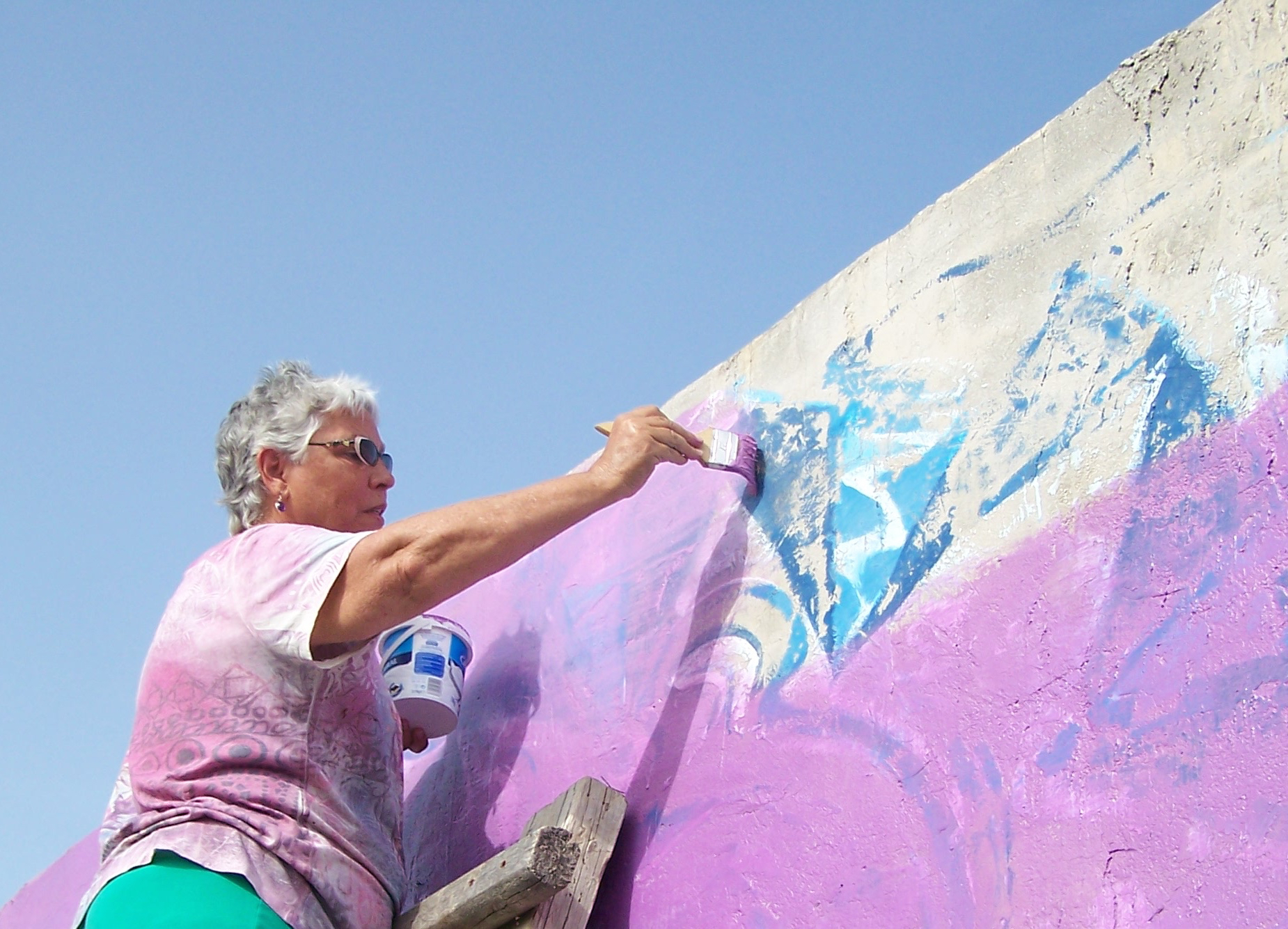 Kathleen working on a mural in Maro, Spain, May 2015.