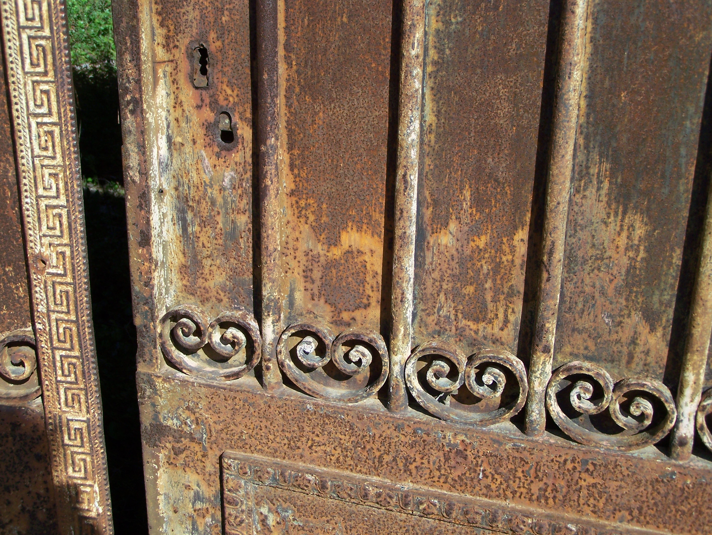 Spirals on a beautifully rusted door in Puicheric, France