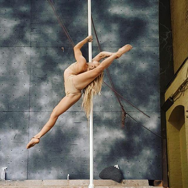 Love this new move. 🧡🎪 #poledance #bend #flexibility #gymnastics #aerialist #dancer #splits