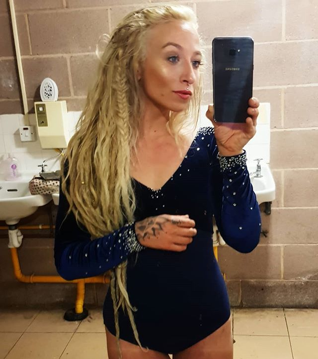 Grungy backstage bathroom photo before performing the teardrop in the theatre.🌌🎭 #performer #dreadlocks #dreadlockstyle #dancer #aerialist #aerial #dreads