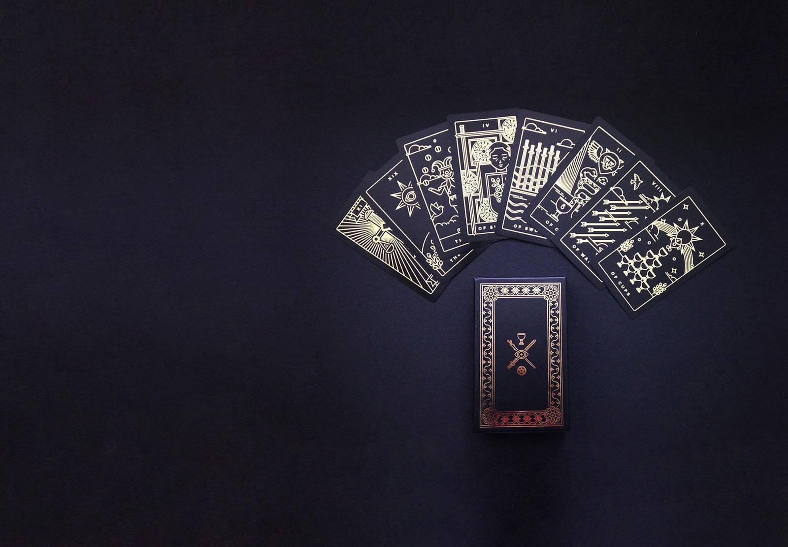 The Golden thread tarot deck