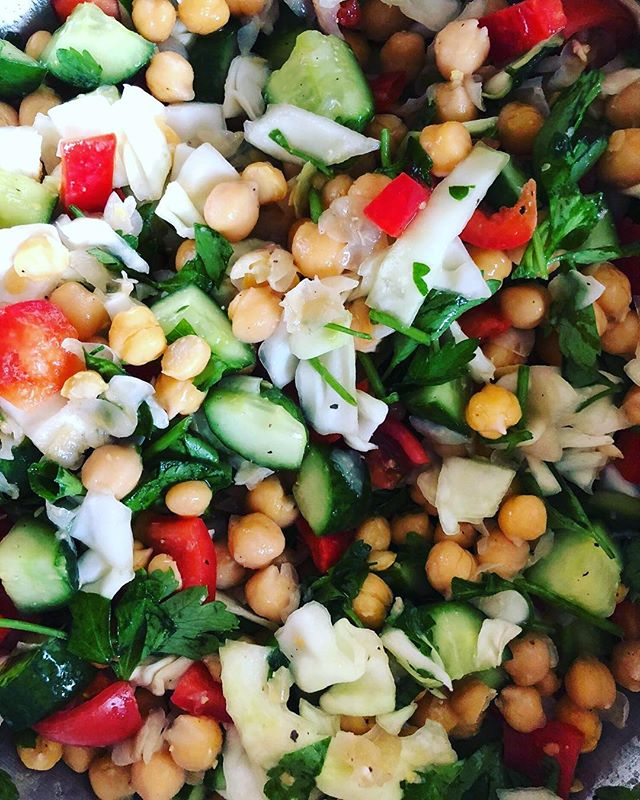 Easy Chickpea Salad ⠀⠀⠀⠀⠀⠀⠀⠀⠀ This salad is one of my favorites to make because it is so easy! Seriously though, maybe like 10 minutes!? ⠀⠀⠀⠀⠀⠀⠀⠀⠀ This is a great protein punch freshness in a salad - yum! ⠀⠀⠀⠀⠀⠀⠀⠀⠀ It is refreshing, tangy and fulfilling! ⠀⠀⠀⠀⠀⠀⠀⠀⠀ Let's get to it! ⠀⠀⠀⠀⠀⠀⠀⠀⠀ INGREDIENTS: 3 cups chickpeas, cooked ⠀⠀⠀⠀⠀⠀⠀⠀⠀ 1 medium cucumber, chopped ⠀⠀⠀⠀⠀⠀⠀⠀⠀ 1 red bell pepper, sliced and chopped ⠀⠀⠀⠀⠀⠀⠀⠀⠀ 8 cherry tomatoes, sliced ⠀⠀⠀⠀⠀⠀⠀⠀⠀ Handful of cilantro + parsley, chopped ⠀⠀⠀⠀⠀⠀⠀⠀⠀ 1 lemon ⠀⠀⠀⠀⠀⠀⠀⠀⠀ 1 tbsp of sauekraut juice (optional -a great way to add probiotics into your food!) ⠀⠀⠀⠀⠀⠀⠀⠀⠀ 1 cup green or purple cabbage, sliced and chopped ⠀⠀⠀⠀⠀⠀⠀⠀⠀ DIRECTIONS: 1. Once all of your produce is chopped add everything into a large mixing bowl. ⠀⠀⠀⠀⠀⠀⠀⠀⠀ 2. Add in the cooked chickpeas (make sure they are cold/cooled) in the same large mixing bowl. ⠀⠀⠀⠀⠀⠀⠀⠀⠀ 3. With a spatula, mix everything together. Add in the lemon + sauerkraut juice + salt and pepper (season to taste) and mix well. ⠀⠀⠀⠀⠀⠀⠀⠀⠀ 4. Taste to your desire, if it needs more lemon juice or maybe splash of apple cider vinegar helps as well! ⠀⠀⠀⠀⠀⠀⠀⠀⠀ 5. Enjoy with fresh greens on the bottom with the chickpea tabboleh mixture, add avocado or hemp seeds! ⠀⠀⠀⠀⠀⠀⠀⠀⠀ Want to find more juicy recipes & learn how to meal prep? ⠀⠀⠀⠀⠀⠀⠀⠀⠀ Check out my 30day Meal Prep Mastery Program - it includes my 4 Week Reset Plant-Based Meal Plan!! ⠀⠀⠀⠀⠀⠀⠀⠀⠀ Not to mention it's 20% OFF right meow!! 🐱 ⠀⠀⠀⠀⠀⠀⠀⠀⠀ Check out my link in bio 💗